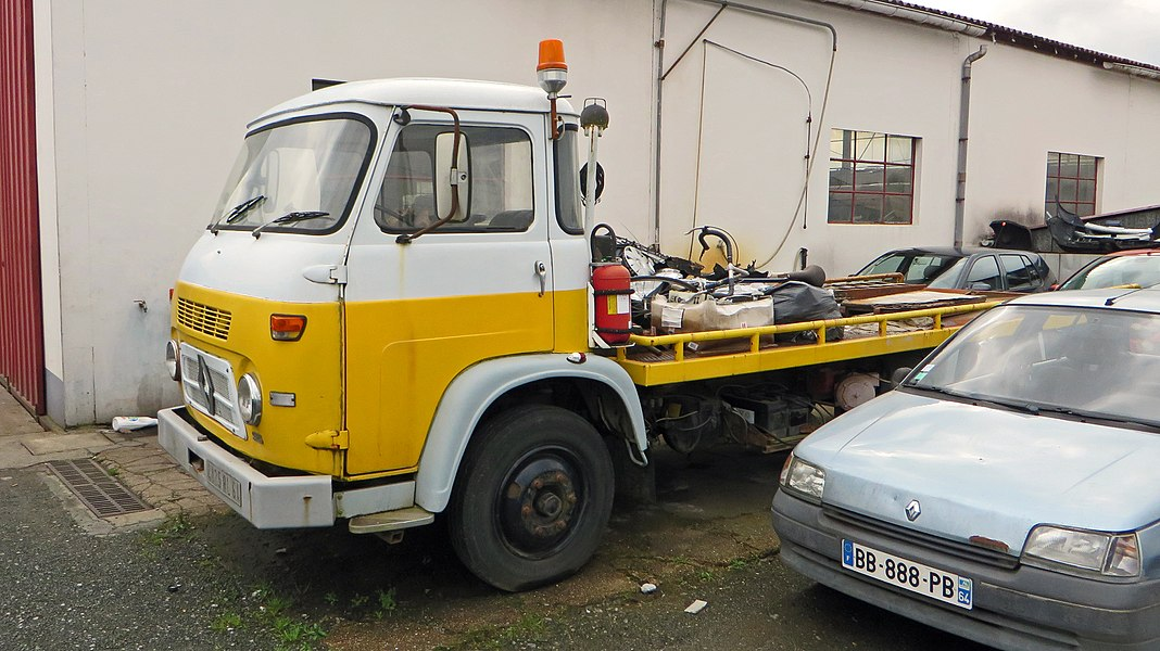 1965-1966 Saviem S5 tow truck. 1990 Renault Clio 1.2 Phase I - a very early model knowing that the Phase one was introduced in June 1990.