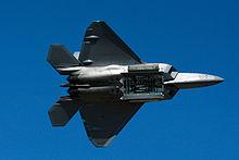מטוסי הקרב ה-F22  הוא מטוס חמקן הכי טוב בעולם. למה לא מוכרים אותו לישראל? 220px-F_22_raptor_bomb_bay_display_2014_Reno_Air_Races_photo_D_Ramey_Logan
