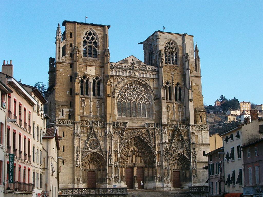Façade de la Cathédrale de Vienne en Isère.