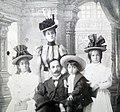 Familia Elefterescu.jpg