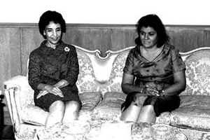 Fatimah el-Sharif - Queen Fatimah (left) on a visit to Egypt with Tahia Kazem, First Lady of Egypt