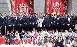2016–17 La Liga - La Liga champions Real Madrid celebrate their win with Community of Madrid President Cristina Cifuentes.