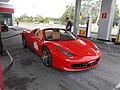Ferrari na stacji Shell w Poznaniu - czeswiec 2014.jpg