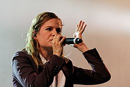Festival des Vieilles Charrues 2014 - Christine and the Queens - 050.jpg