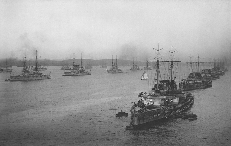 800px-First_and_second_battleship_squadrons_and_small_cruiser_of_the_-_NARA_-_533188-2_restored.jpg