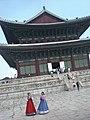 Flanka vido de Gyeongbokgung.jpg
