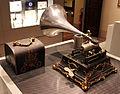 Fonografo girad menestrel del 1903-04, fonografica pathe, museo caruso 01.JPG