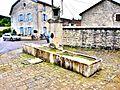 Fontaine-abreuvoir dans le village d'Auberives.jpg