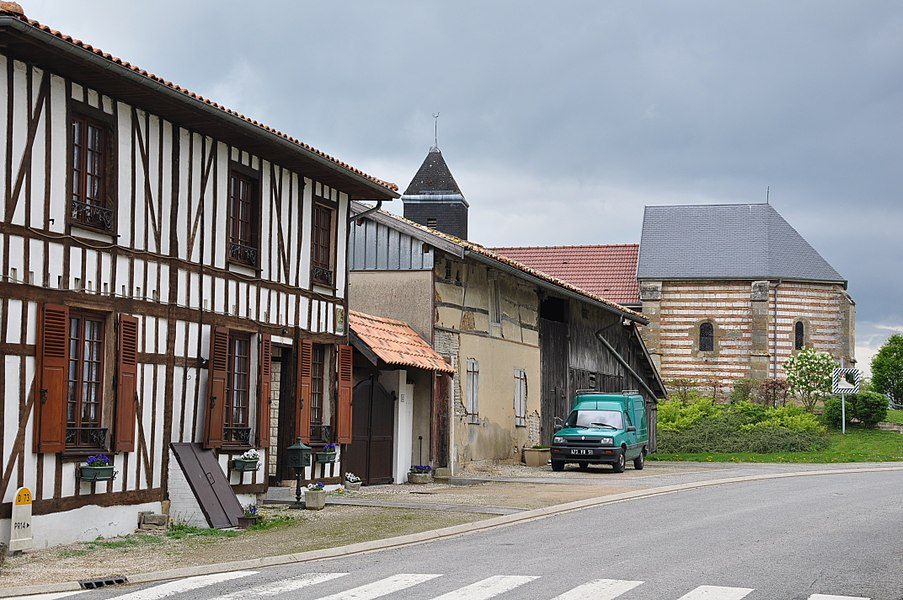 Main street in Élise (municipality of Élise-Daucourt, canton Sainte-Ménehould, arrondissement Sainte-Ménehould, Marne department, Champagne-Ardenne region, France).