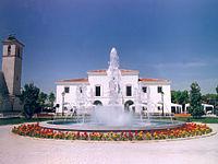 Fuente del Ayuntamiento en Villanueva de la Cañada.jpg
