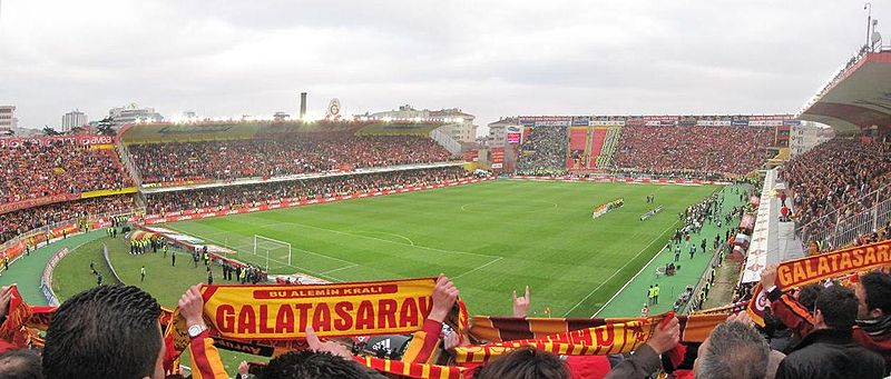 File:Galatasaray-Fenerbahçe 12.04.2009.jpg