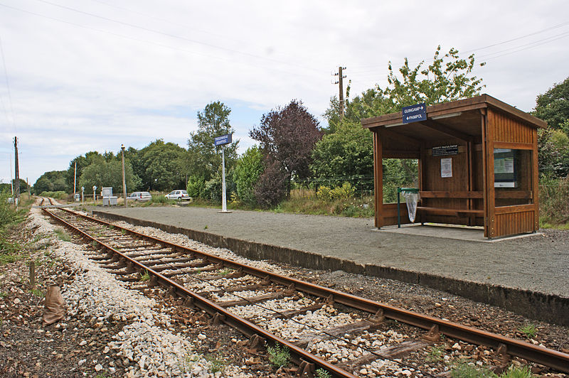 File:Gare-Trégonneau-Squiffiec-Abri-halte-TER.jpg