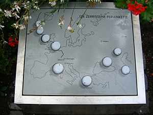 """Überlingen mid-air collision - Memorial plaque """"Die zerrissene Perlenkette"""""""