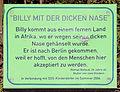 Gedenktafel Grüntaler Str 77a (Gesbr) Billy mit der dicken Nase Roman Ballouk 2004.jpg