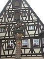 Georg als Drachentöter auf einem Brunnen in Rothenburg.jpg