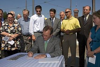 Ted Kulongoski - Kulongoski signing the Jobs and Transportation Act, 2009