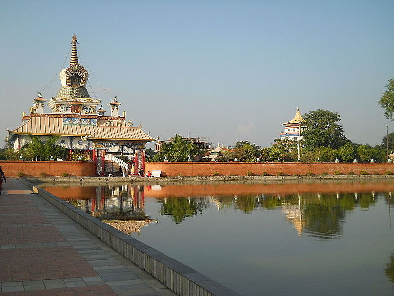 Bestand:Great Drigung Kagyud Lotus Stupa.JPG