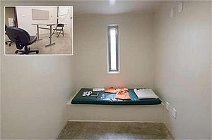 Cage (organisation) - The cell in which a Guantánamo Bay prisoner was detained. Inset is the prisoners' reading room