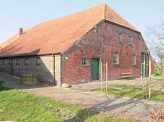 Gulf house - Gulf house in brick in the Wangerland. Back of house with barn door (right) and stable door (left)