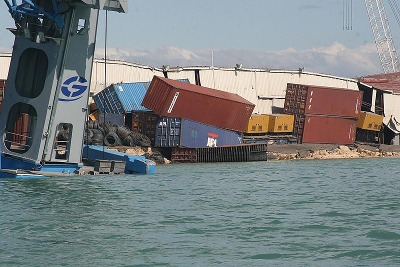 Fichier:Haitian Port Damage1.jpg