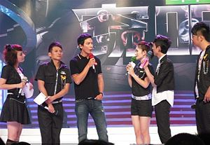 Wu Xin - Happy Camp, Wu Xin is on the left