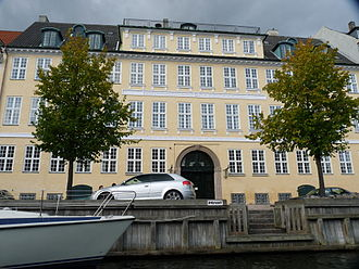Heering House - The building seen from across the canal