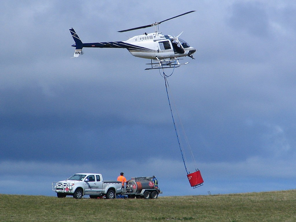 1023px-Helicopters_Otago_ZK-HWN_Bell_206