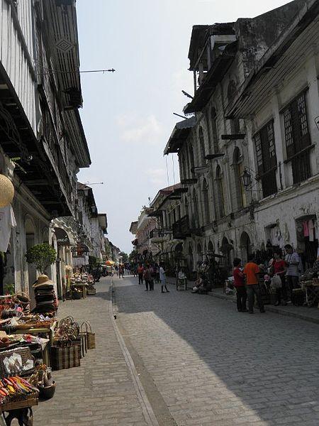 File:Heritage houses in Calle Crisologo.jpg