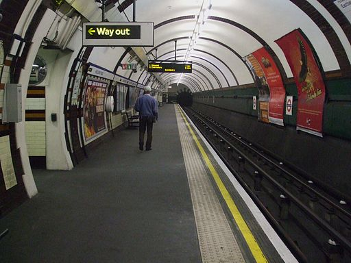Holloway Road stn eastbound look south