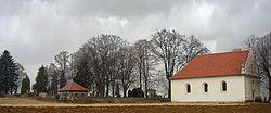 Hrbitov a kostel.jpg
