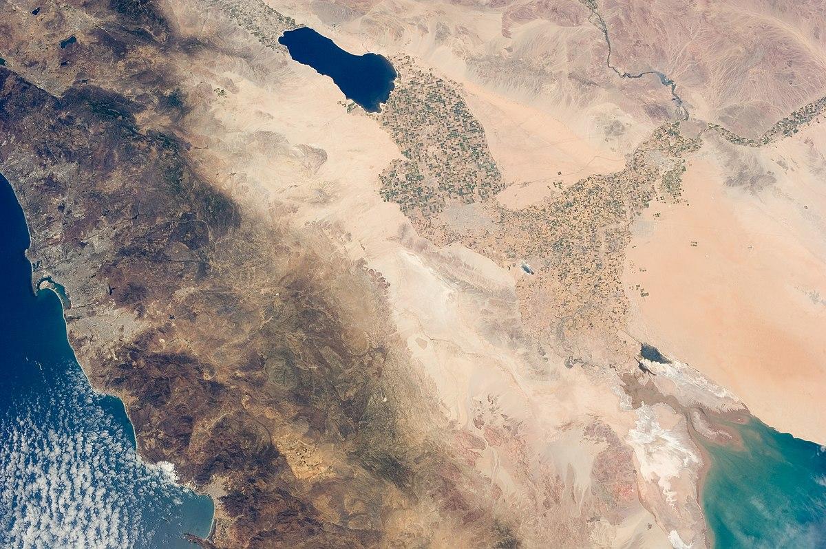 שקע סלטון מהחלל כפי שצולם ב-29 ביולי 2013, הדלתה של הקולרדו למטה מימין