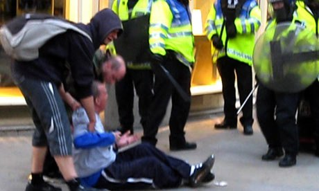 Ian Tomlinson remonstrates with police