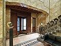 Interieur portaal, hal en gang, achter een houten beglaasde draaideur met koperbeslag, zijn voorzien met granieten vloeren - Rotterdam - 20534483 - RCE.jpg