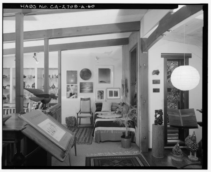 File:Interior 2nd level gallery detail view, facing west. - Sam and Alfreda Maloof Compound, Main Residence and Workshop, 9553 Highland Avenue, Rancho Cucamonga, San Bernardino HABS CAL,36-RANCU,3A-60.tif