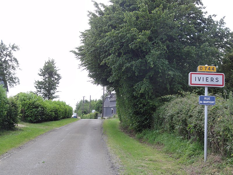 Iviers (Aisne) city limit sign