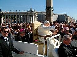 Jan Paweł II podczas audiencji generalnej, 29 września 2004 r., na Placu Św. Piotra w Watykanie
