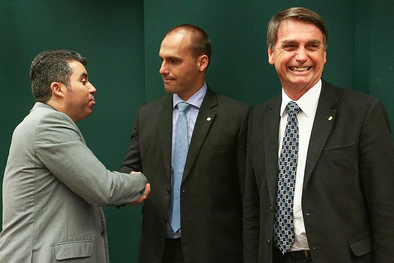 Ficheiro:Jair Messias Bolsonaro e Eduardo Bolsonaro.jpg