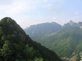 Vy fra bjerget Jǐuhuá Shān i Anhui.