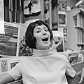 Joan Haanappel contract getekend voor platenmaatschappij Phonogram, Joan Haanapp, Bestanddeelnr 917-0034.jpg