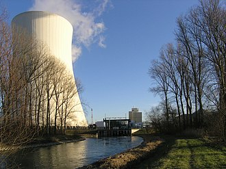 Water cooling - Cooling tower and water discharge of a nuclear power plant