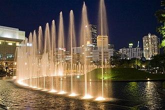 KLCC Park - Image: KLCC park fountain night