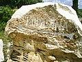 Kamenny ukazatel - kamenolomy jsou tradicni prumysl Brace.jpg
