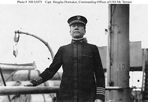 Kapitän Douglas E. Dismukes.jpg