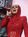 Katy Perry 2 (42287611364).jpg