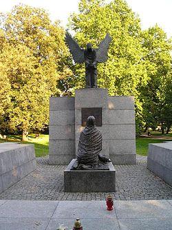Katyn (película)<---------- RECOMIENDO QUE LA VEAN...la bajeza humana sin limites.. 250px-KatynWroclaw
