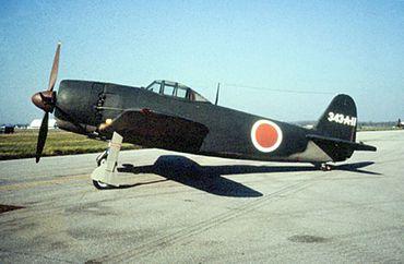 第二次大戦末期に活躍した日本海軍の局地戦闘機 中翼単葉水上機であった川... J 紫電改