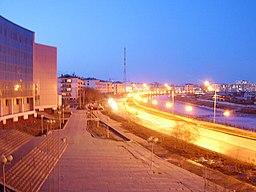 Gade i Jakutsk, til venstre på billedet ses universitetsbygningen.