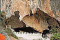 """Lentrée de la grotte de """"Pak Ou"""" au bord du Mékong (4334672342).jpg"""