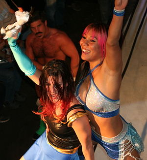 Jade (wrestler) - The Lucha Sisters (Yim, right, and Leva Bates) in November 2014