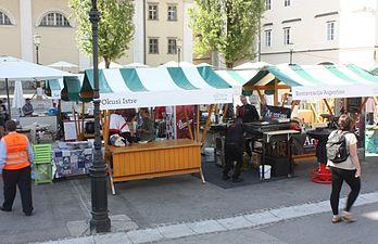 Ljubljana, Markttag, Bild 1.JPG